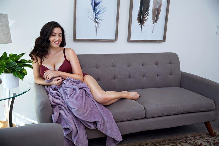 casey_ruby_wine_plunge_bra1_kim_kardashian_level_cleavage