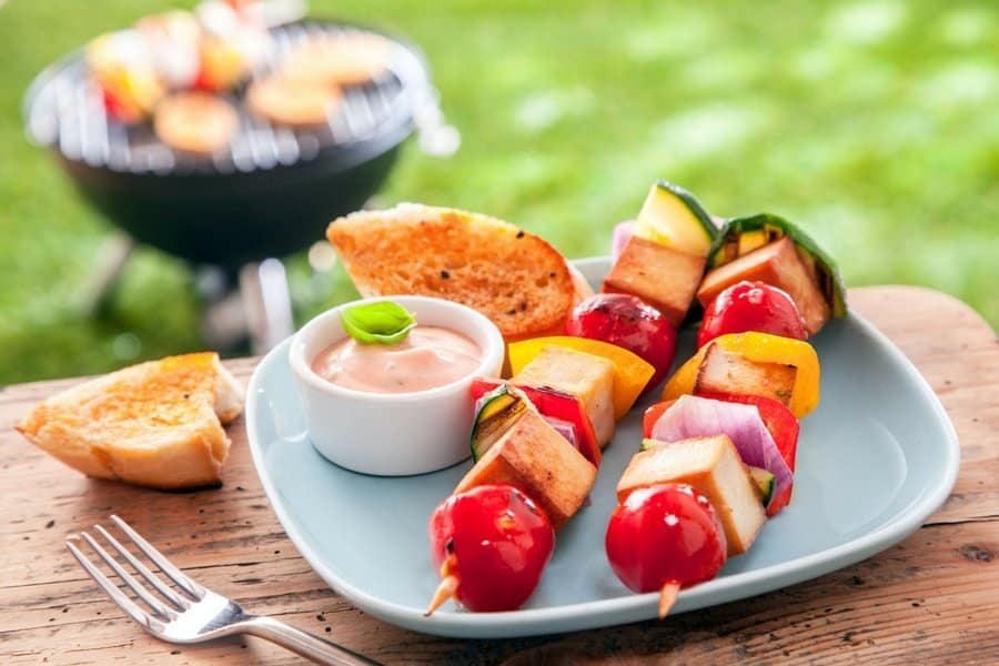 summer party 3 - 5 Simple Tips For Hosting An Unforgettable Outdoor Party This Summer