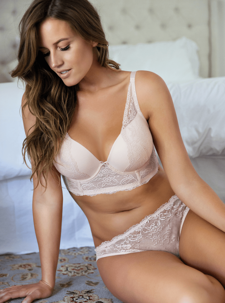 what is a plunge bra