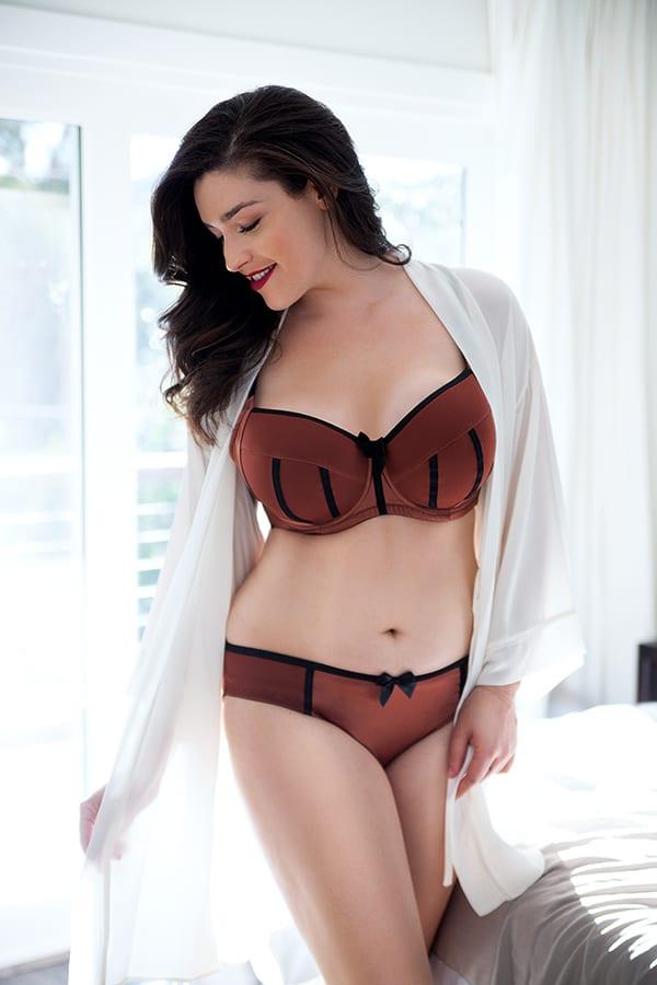 padded bra 1 - The Guy's Guide To Lingerie Styles | Lingerie Shopping 101