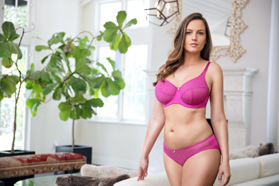 2ffa62a03 Which Bra Style Is Best For Reducing Breast Size? - ParfaitLingerie.com