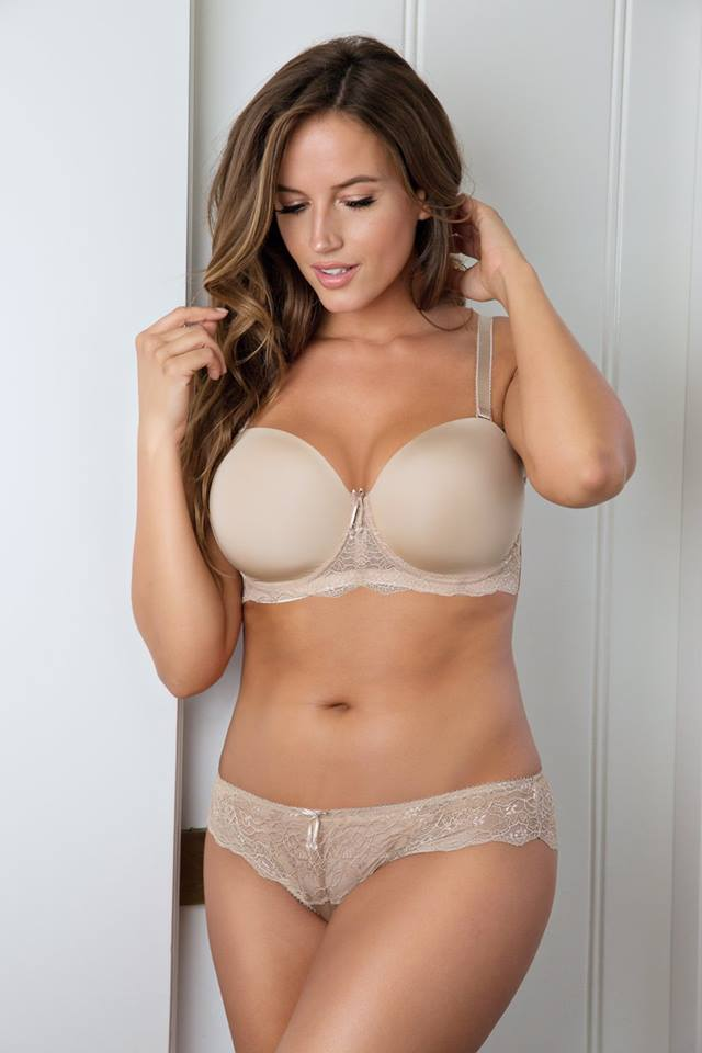 how to wear a strapless bra properly