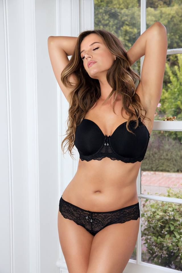 how to wear a strapless bra with large breasts