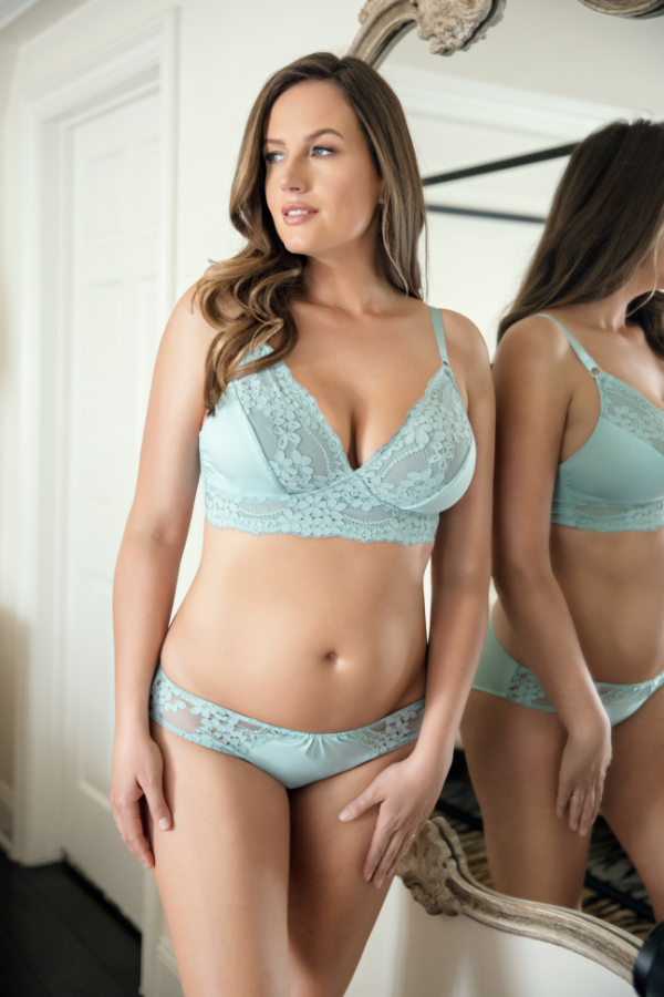 how to wear triangle lace bra